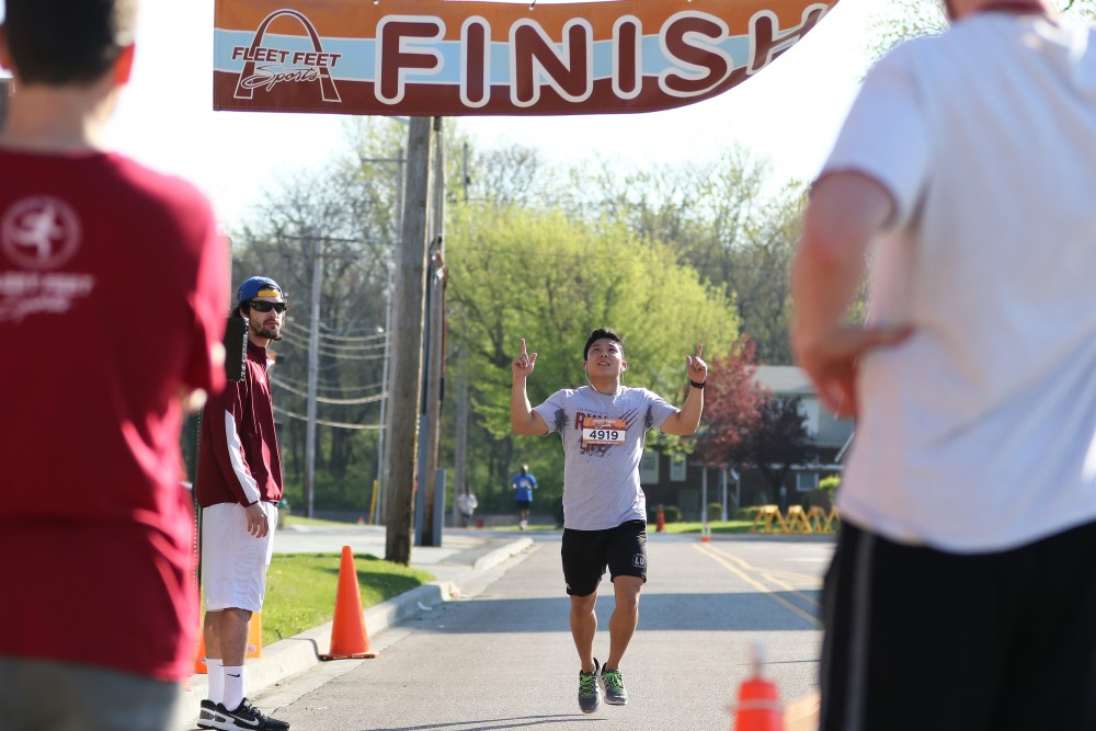 Service People Honored, Supported by Inaugural 5K Veterans
