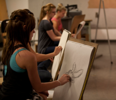 A Lindenwood University art student