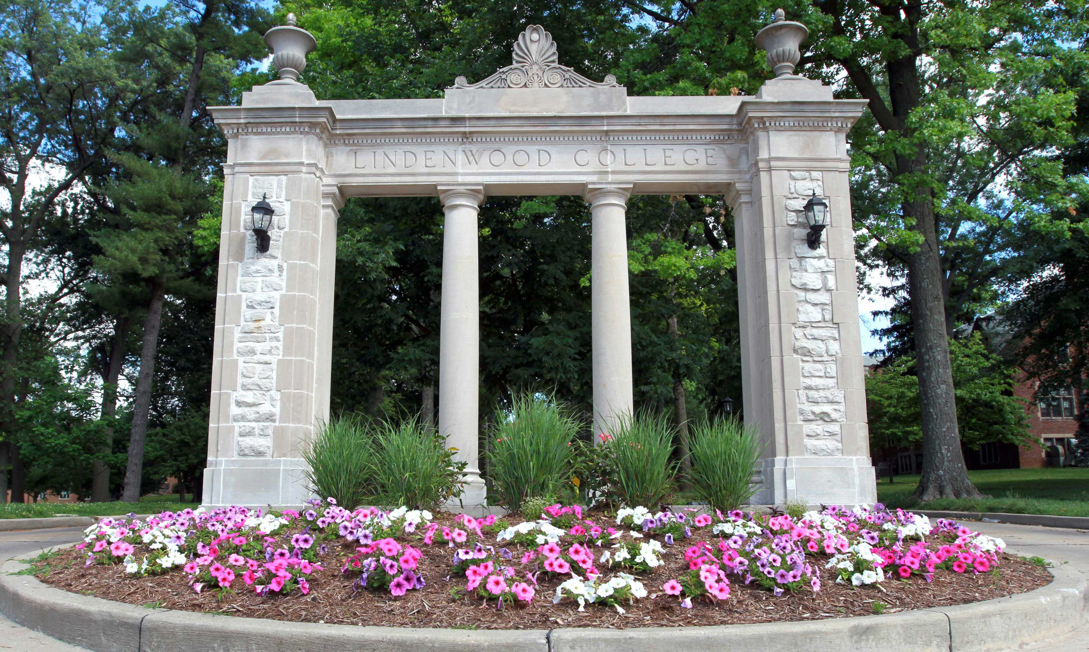 Lindenwood - Alumnae Gate