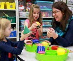 Award-winning alumna Katherine Schack works with students in a classroom at Heritage Elementary in the Wentzville School District.